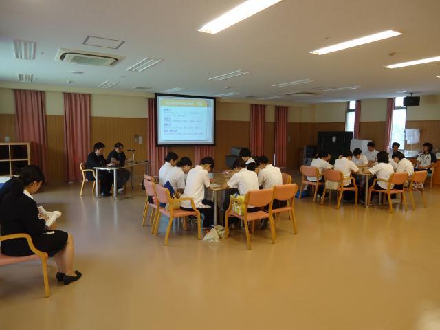 北九州看護大学校の学生 デイケア見学実習