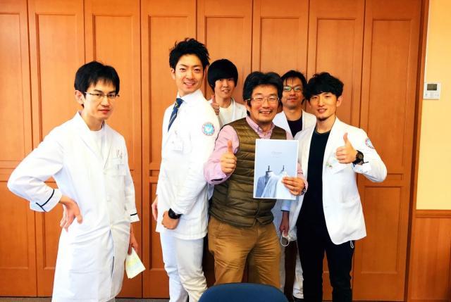 白衣ブランド「クラシコ」の長谷川さんが来院しました